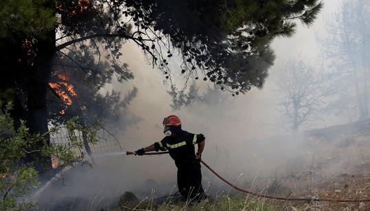 Οριοθετημένη η φωτιά σε εργοστάσιο στη ΒΙΠΕ Σίνδου. Σβήστηκαν οι φωτιές στην