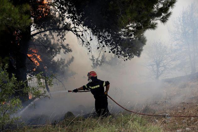 Σβήστηκαν οι φωτιές στην Κερατέα. Οριοθετημένη η φωτιά στη ΒΙΠΕ