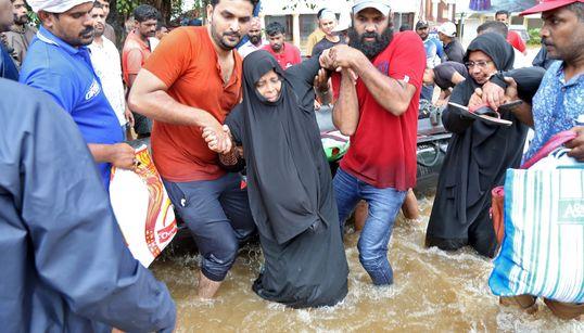 Στους 370 οι νεκροί από τις πλημμύρες στην