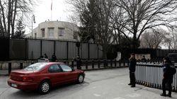 Πυρά εναντίον της πρεσβείας των ΗΠΑ στην