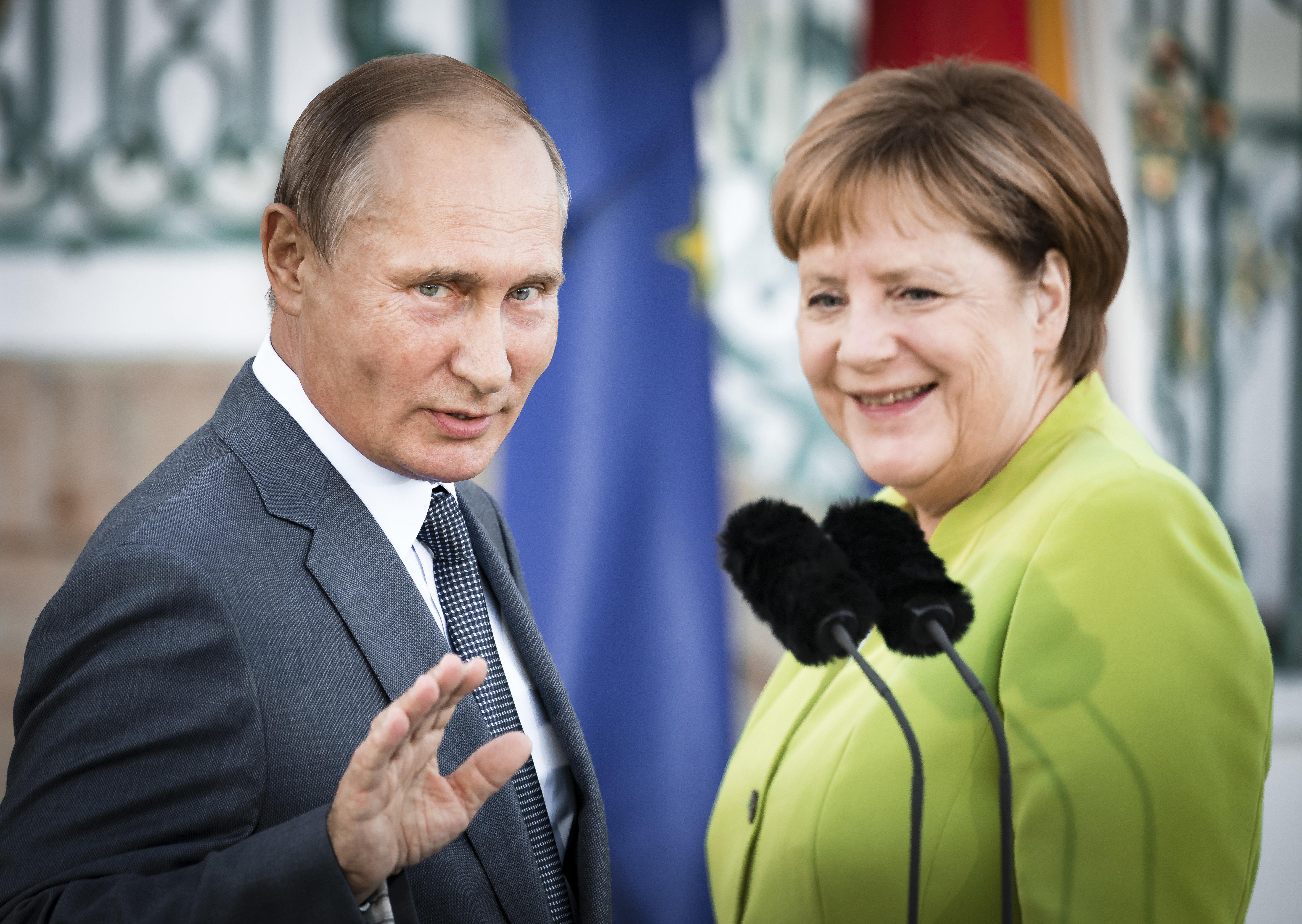 Merkel trifft Putin: Wie die Kanzlerin ihre Politik in drei Stunden verraten