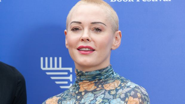 EDINBURGH, SCOTLAND - AUGUST 13:  American activist, former actress, author, model and singer Rose McGowan attends a photocall during the annual Edinburgh International Book Festival at Charlotte Square Gardens on August 13, 2018 in Edinburgh, Scotland.  (Photo by Roberto Ricciuti/Getty Images)