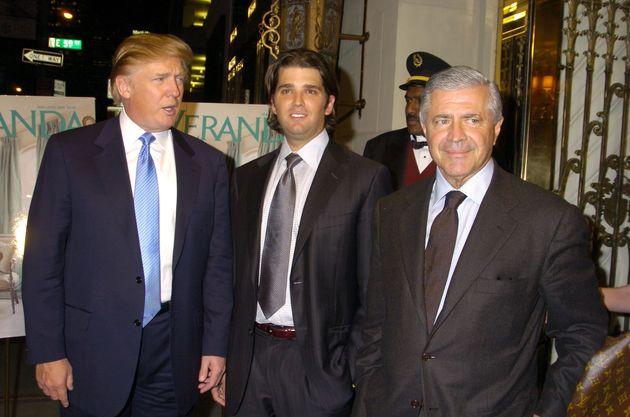 Ο Κώστας Κονδύλης (δεξιά)...