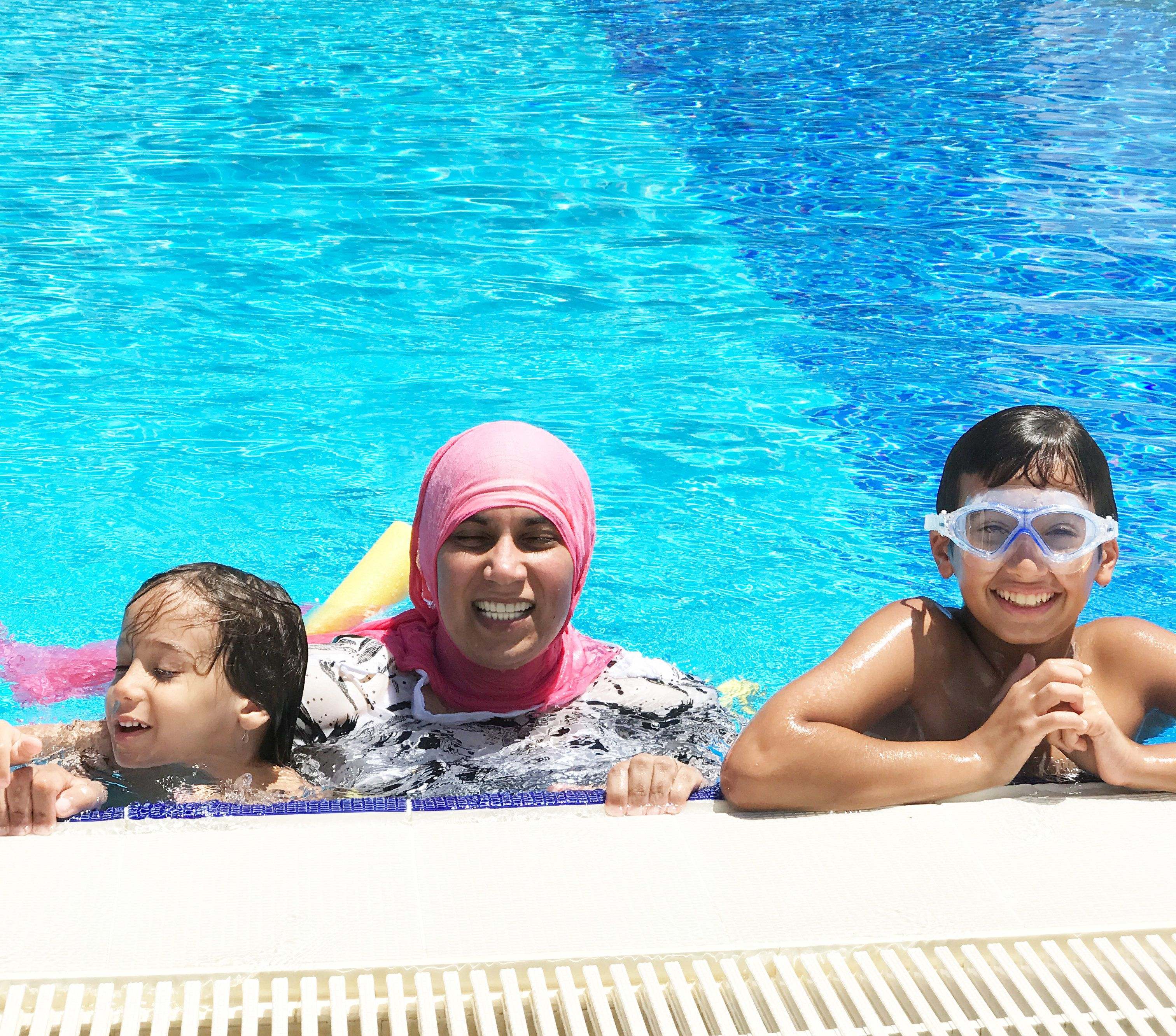 Freibad-Chef erklärt, warum Muslimas in T-Shirt und Leggins schwimmen
