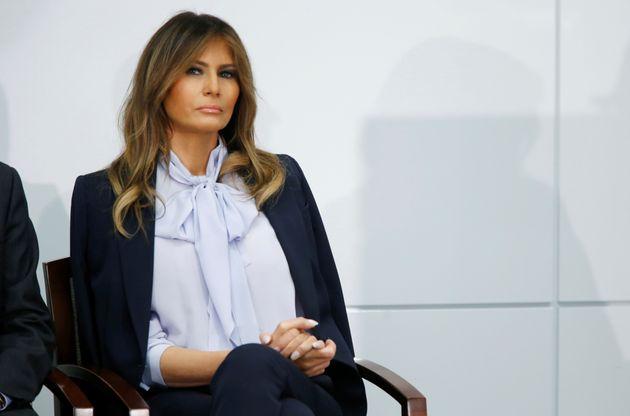 Η Μελάνια Τραμπ καταγγέλλει δημόσια την διαδικτυακή παρενόχληση την ώρα που ο σύζυγος της εξαπολύει επιθέσεις...