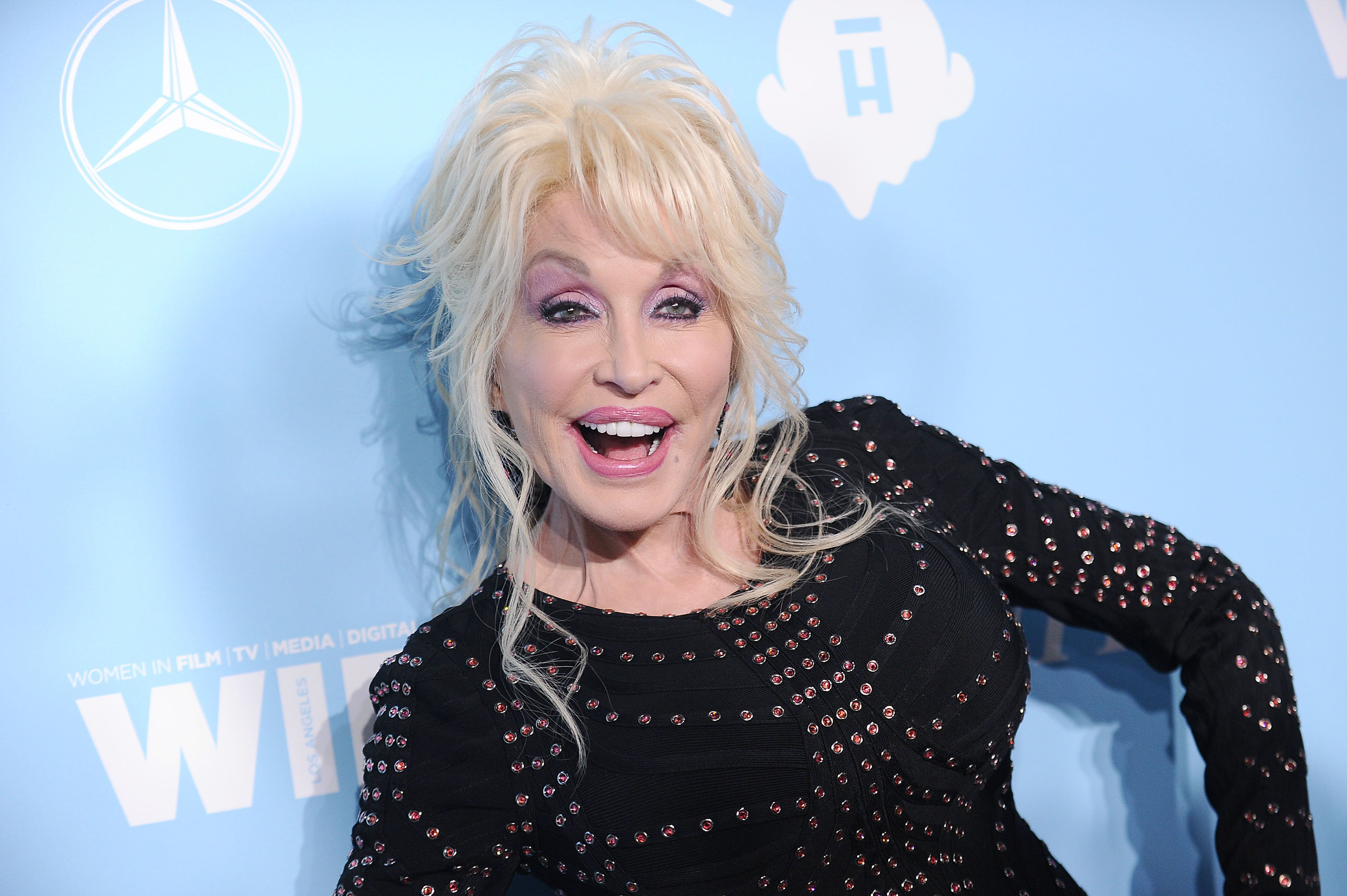 LOL: Dolly Parton Wins The Internet With A New Spin On The 'Distracted Boyfriend'