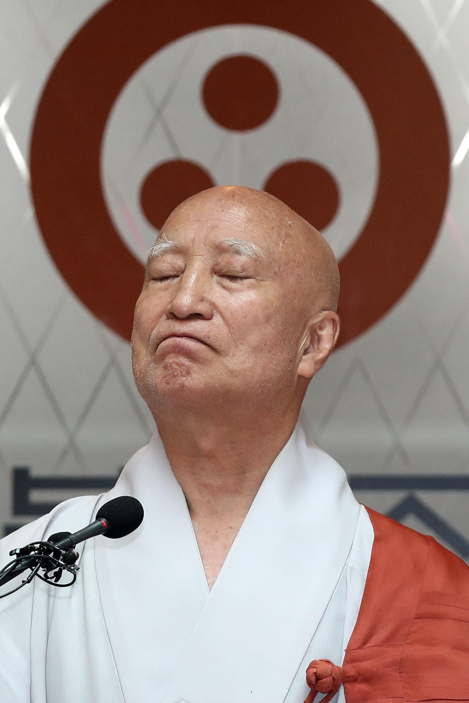 '친딸 의혹'으로 퇴진 요구 받아온 조계종 '큰 스님'의 최종