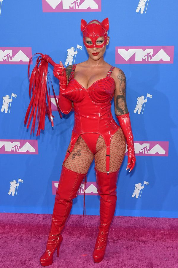 Το κόκκινο χαλί των Βραβείων MTV ήταν η Μπλέικ Λάιβλι και όλες οι