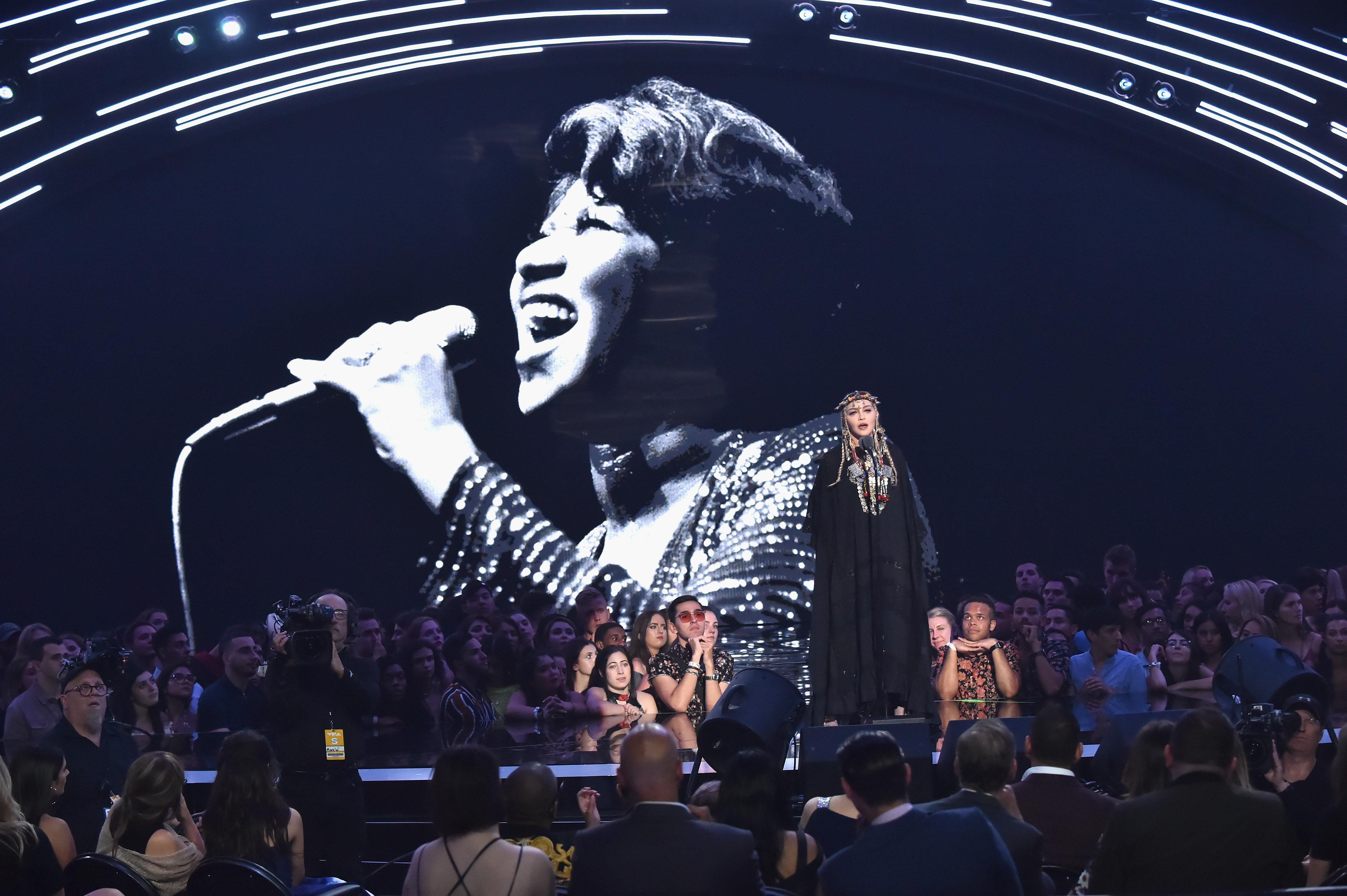 Βραβεία MTV: Γιατί όλοι τα έχουν βάλει με την Μαντόνα