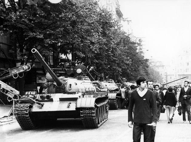 Το τέλος της Άνοιξης της Πράγας σε φωτογραφίες: 50 χρόνια από τη σοβιετική εισβολή στην