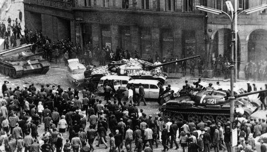 Το τέλος της Άνοιξης της Πράγας σε εικόνες: 50 χρόνια από τη σοβιετική εισβολή στην
