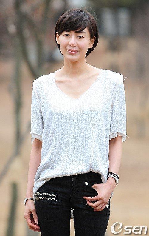 '극비리 결혼'했던 배우 윤정희의 근황이