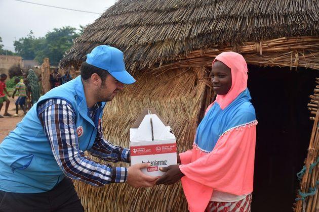 Au Niger, des organisation caritatives turcs offrent les repas de l'Aïd depuis les prémières...
