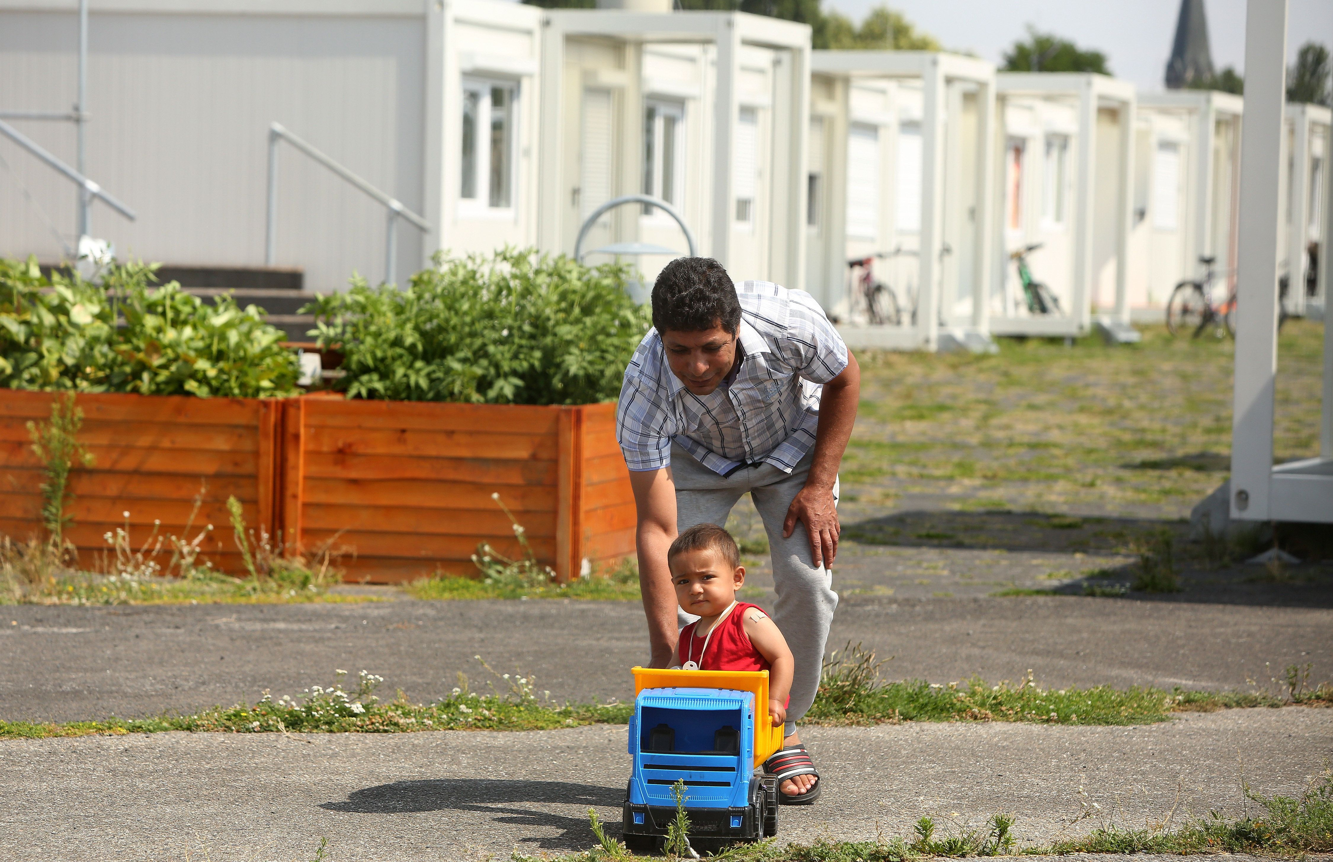 Γερμανία: Όλο και περισσότεροι πρόσφυγες βρίσκουν δουλειά στην