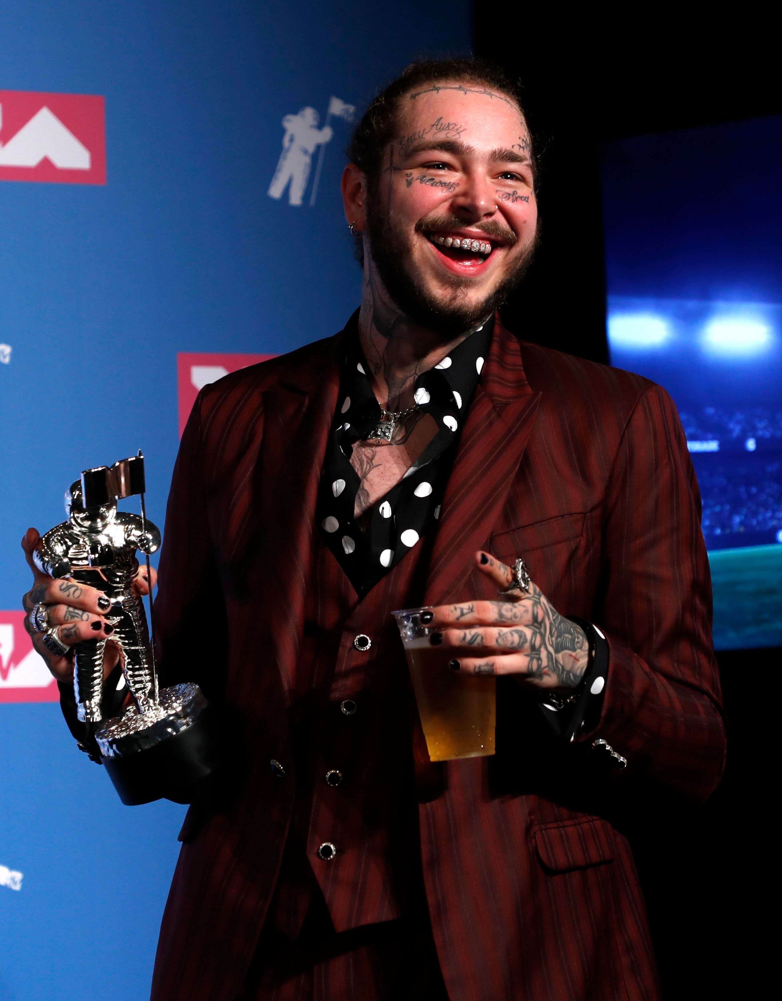 """Post Malone poses backstage with his Song of the Year award for """"Rockstar"""" during Monday Night's MTV Video Music Awards in Ne"""