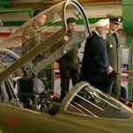 Ιράν: Ο Ροχανί στο πιλοτήριο νέου μαχητικού «λοκάρει» τους