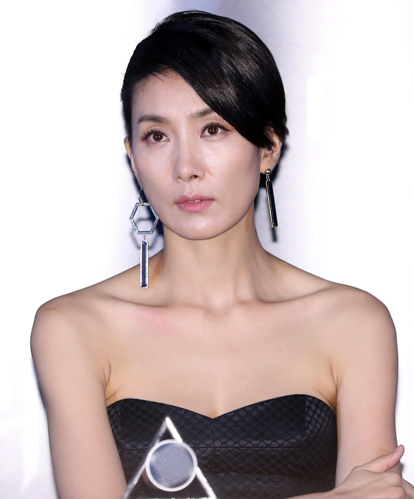 배우 김서형이 '결혼설 해프닝'에 불쾌함을