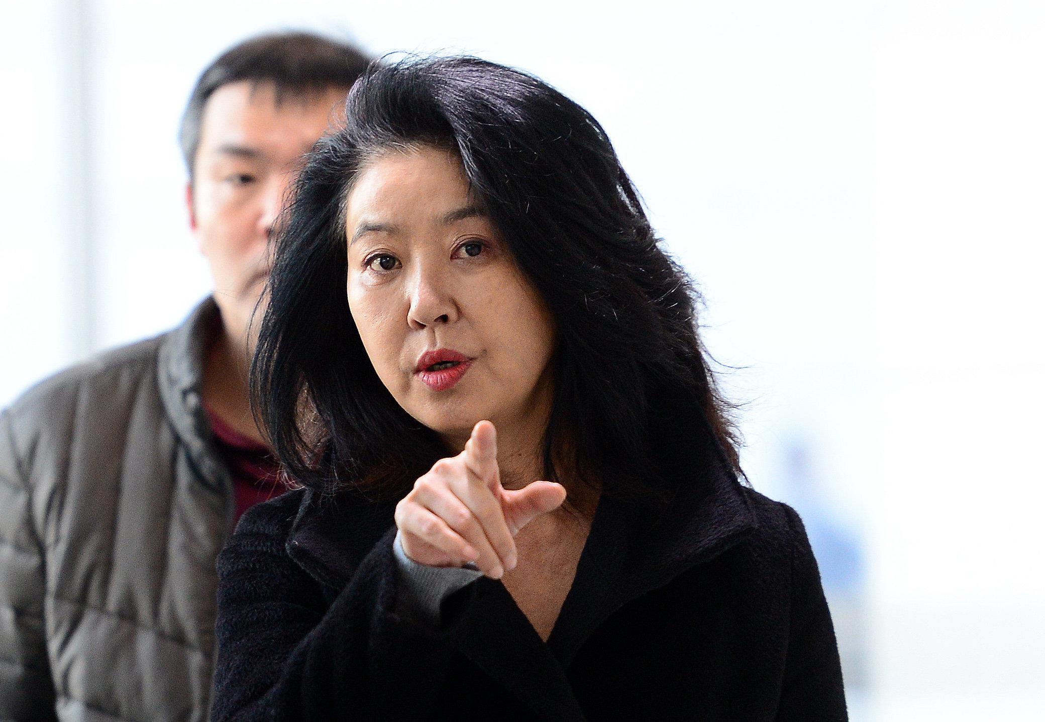 """김부선이 페이스북에 """"불륜이 팩트가 아니다""""라는 글을 썼다"""