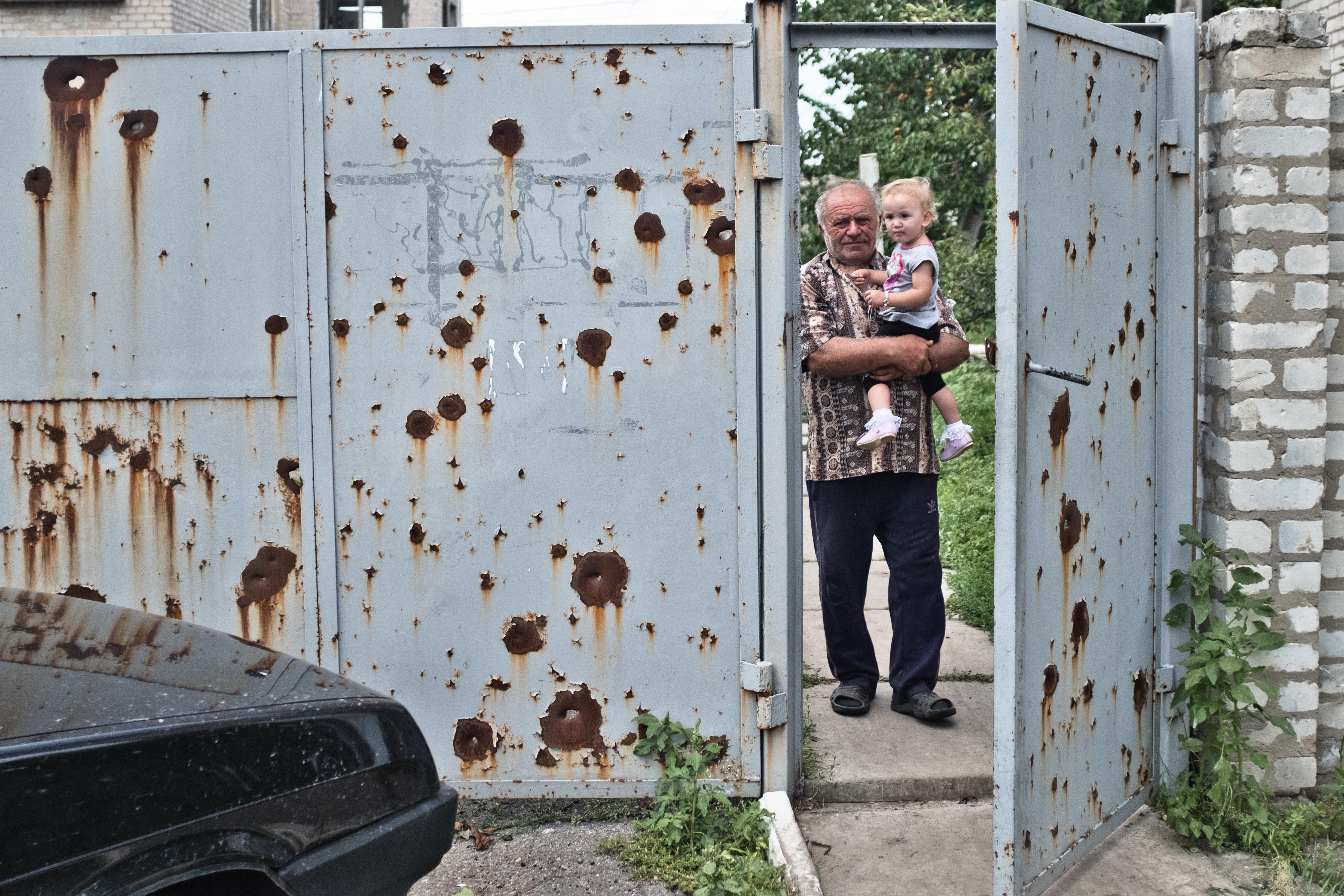 Überleben in der Grauen Zone: Wie die Menschen in der Ost-Ukraine den jahrelangen Krieg durchstehen
