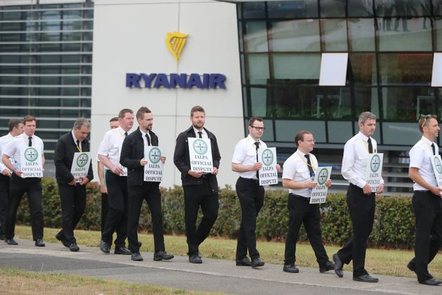 Ryanair Apologises To Customers After Compensation Cheques