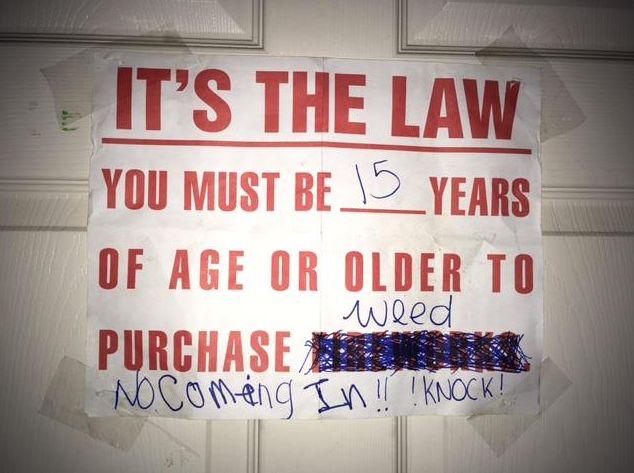 Was die Polizei im Zimmer einer 15-Jährigen findet, könnte ihre Mutter ins Gefängnis