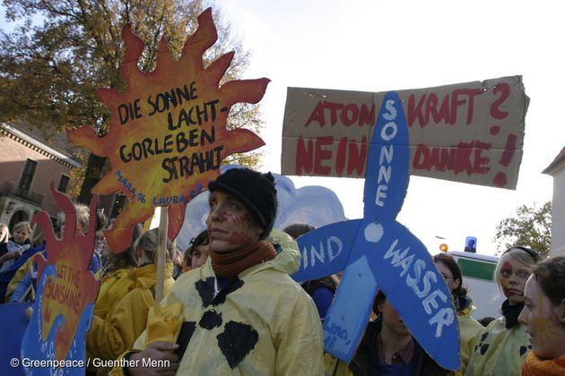 2005년 5월 독일에서 그린피스 청년 모임 AG가 고어레벤 마을의 원자력발전소 건설 반대 집회를 하고