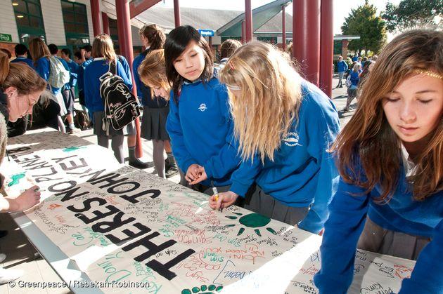 2009년 뉴질랜드 랑기토토 대학에서 대학생들이 기후변화에 항의하는 현수막을 만들고