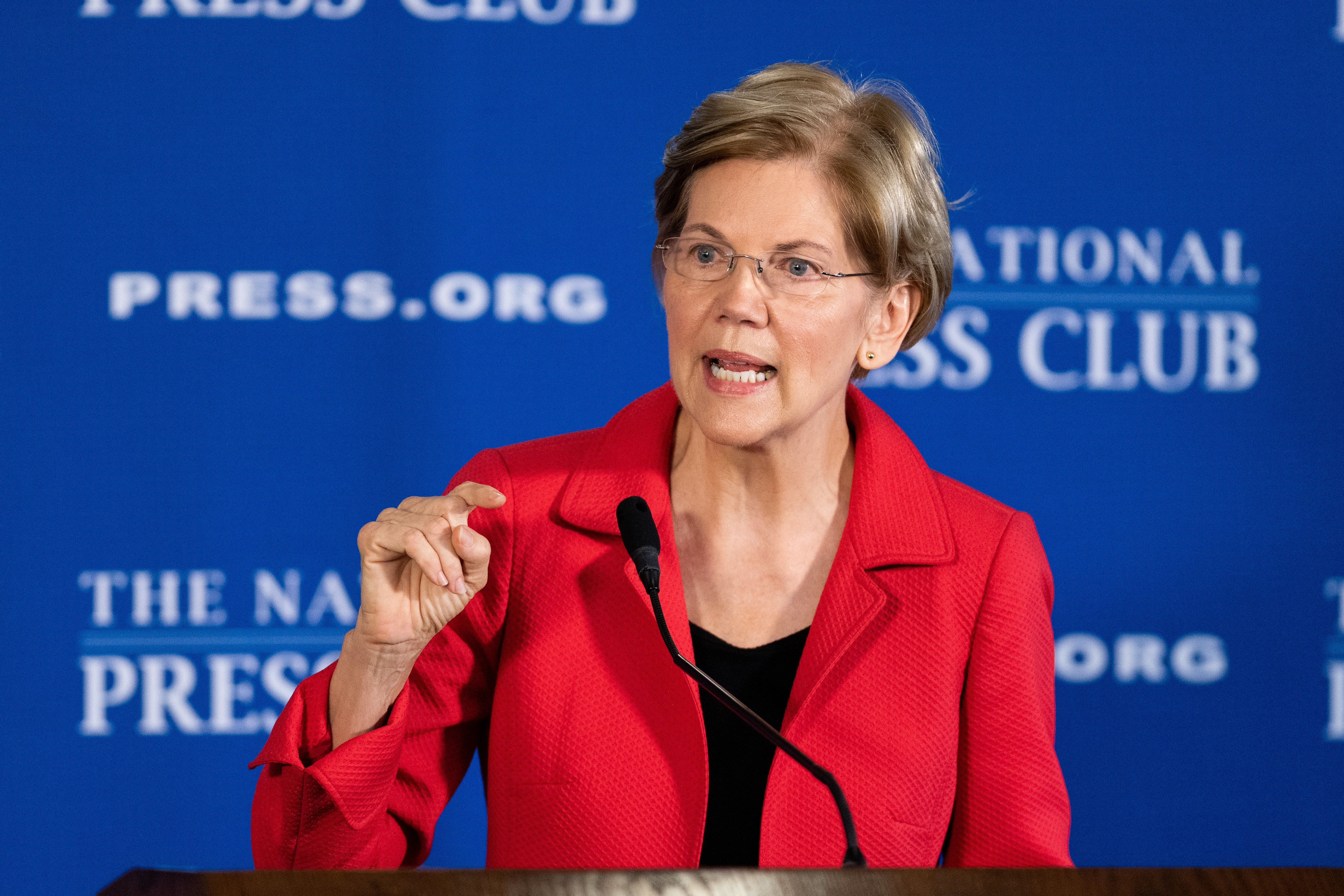 WASHINGTON, DC, UNITED STATES - 2018/08/21: Senator Elizabeth Warren (D-MA) seen speaking about her proposed Anti-Corruption and Public Integrity Act at the National Press Club. (Photo by Michael Brochstein/SOPA Images/LightRocket via Getty Images)