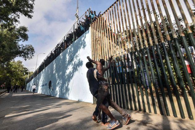 L'Espagne ordonne le renvoi vers le Maroc des migrants qui ont forcé la clôture de