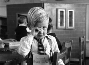 9 vintage φωτογραφίες από όλο τον κόσμο μας θυμίζουν τι θα πει «Πρώτη μέρα  σχολείο» 1b13cde710c