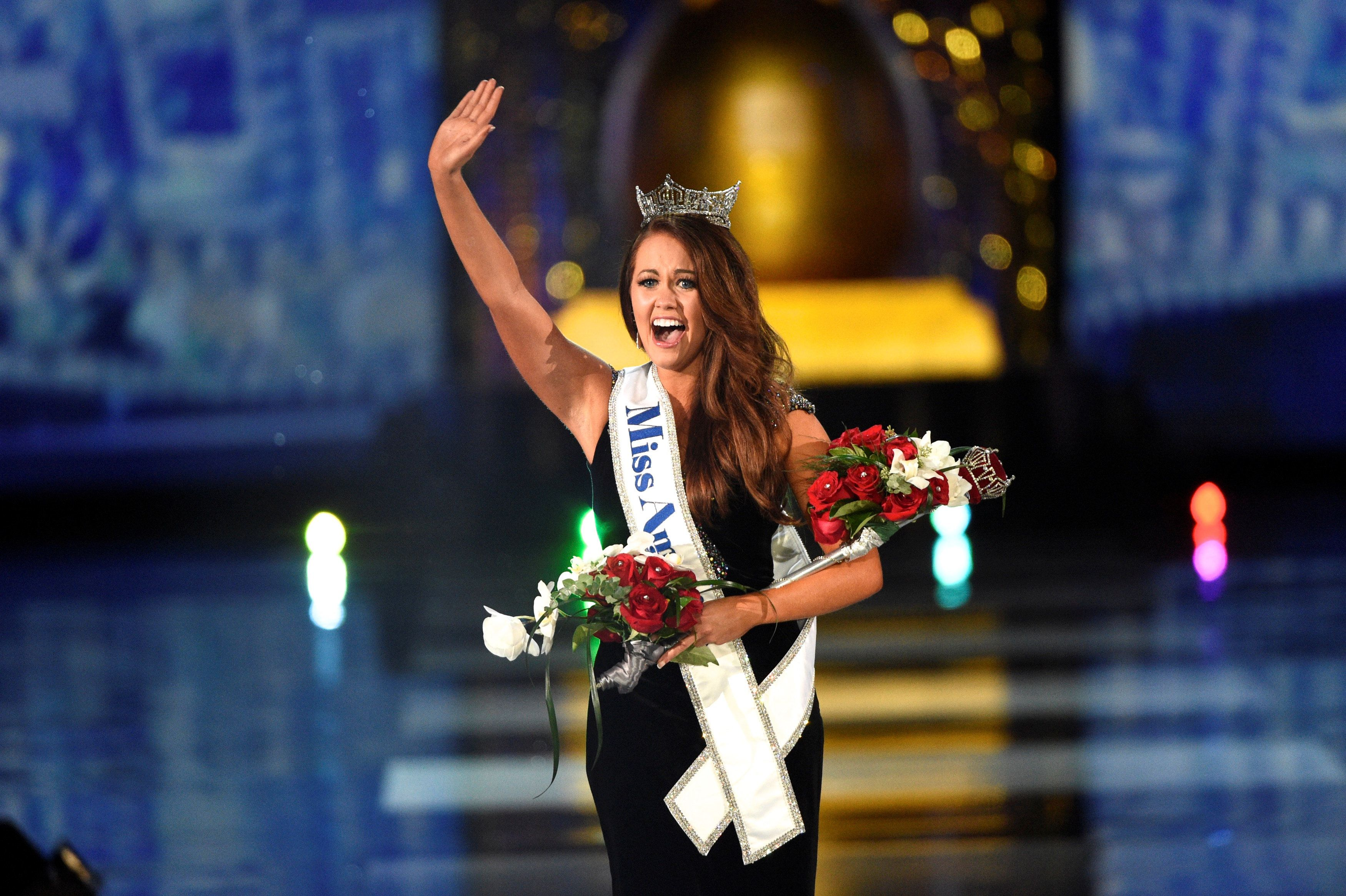Miss North Dakota Cara Mund reacts after being announced as the winner of the 97th Miss America Competition in Atlantic City, New Jersey U.S. September 10, 2017.  REUTERS/Mark Makela