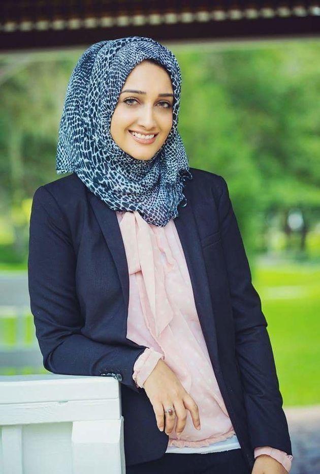 Une musulmane contrainte de montrer sa serviette hygiénique ensanglantée à la douane