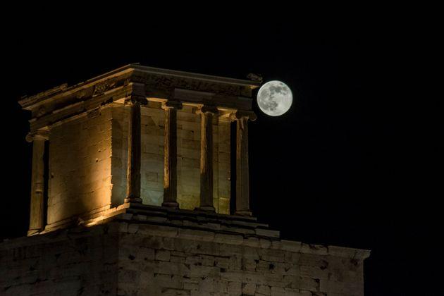 Αυγουστιάτικη πανσέληνος σε αρχαιολογικούς χώρους και μουσεία με ελεύθερη