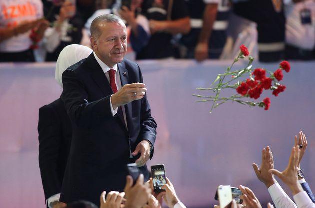 Ο Ερντογάν μίλησε για την κρίση της λίρας και ζήτησε τη δέσμευση όλων για να αντιμετωπιστούν οι