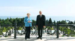 Merkel im Südkaukasus: Mit diesen Gesten sorgte die Kanzlerin für