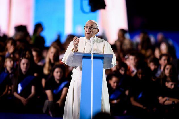 교황이 성직자 성범죄를 '인분'에 비유하며