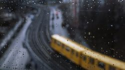 서울로 달리는 기차 천장에서 비가 줄줄