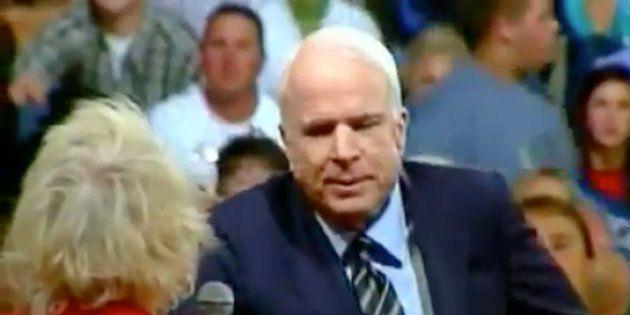 Mort de John McCain: cette séquence devenue virale montre toute sa différence avec