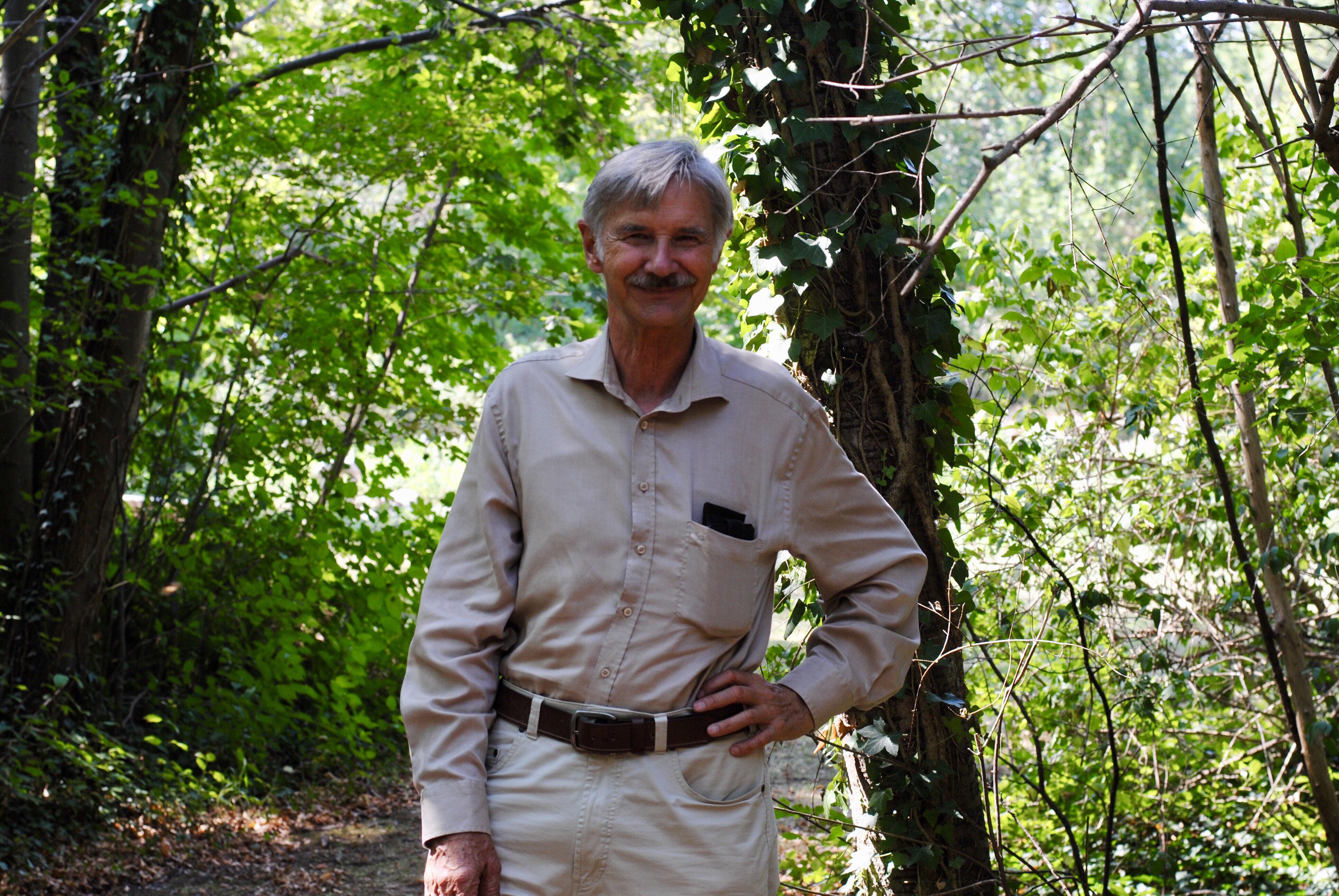 Biologe Josef Reichholf auf dem Gelände der Zoologischen Staatssammlung in