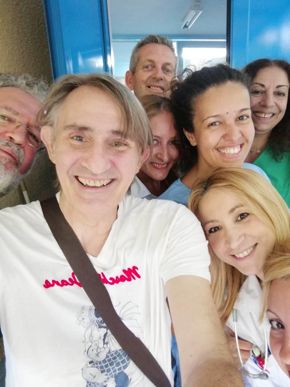 Το «ευχαριστώ» του Άκη Σακελλαρίου σε γιατρούς και νοσηλευτές μετά τη σοβαρή περιπέτεια με την υγεία