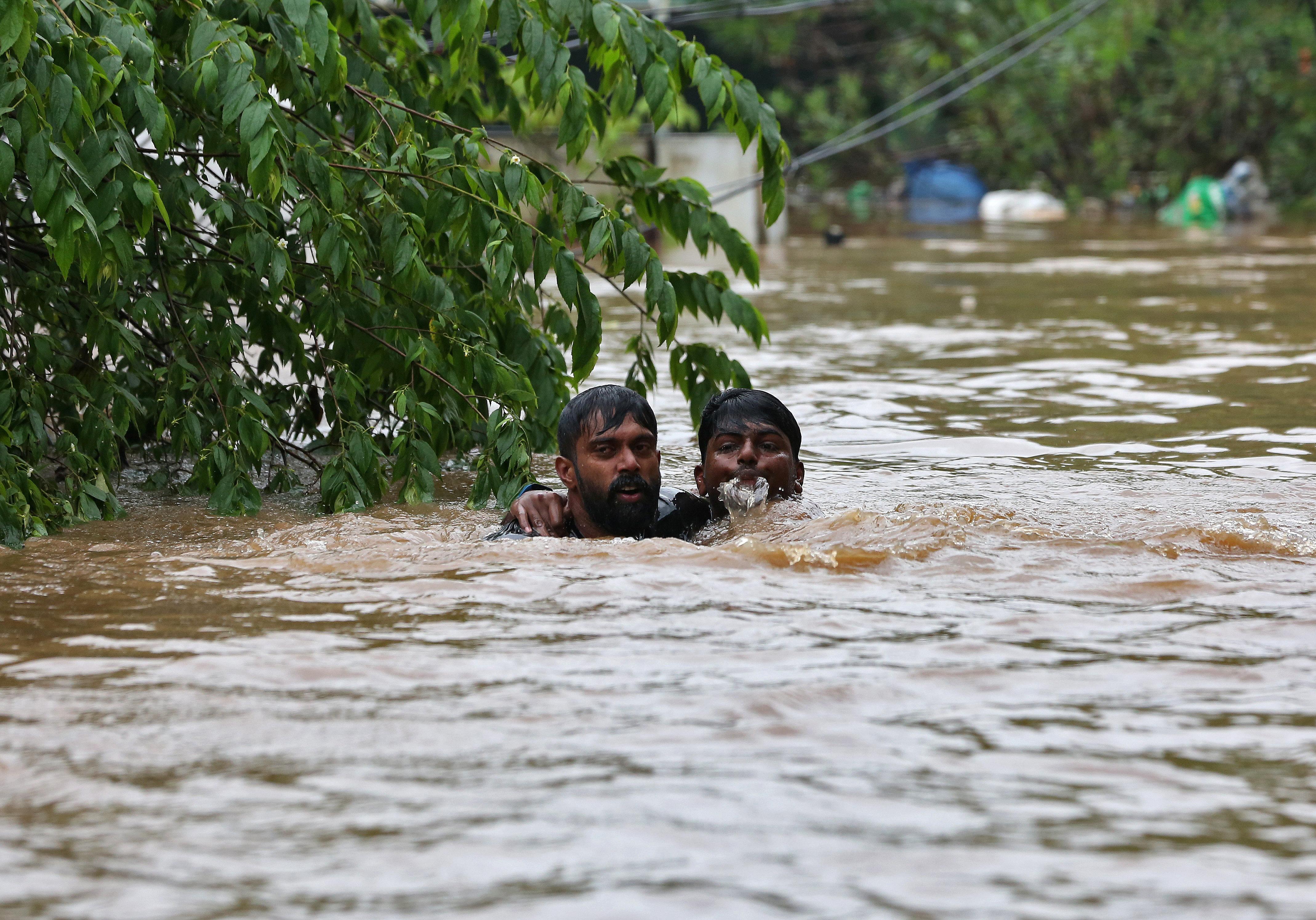Ινδία: Περισσότεροι από 1.200 οι νεκροί από τις πλημμύρες των φετινών