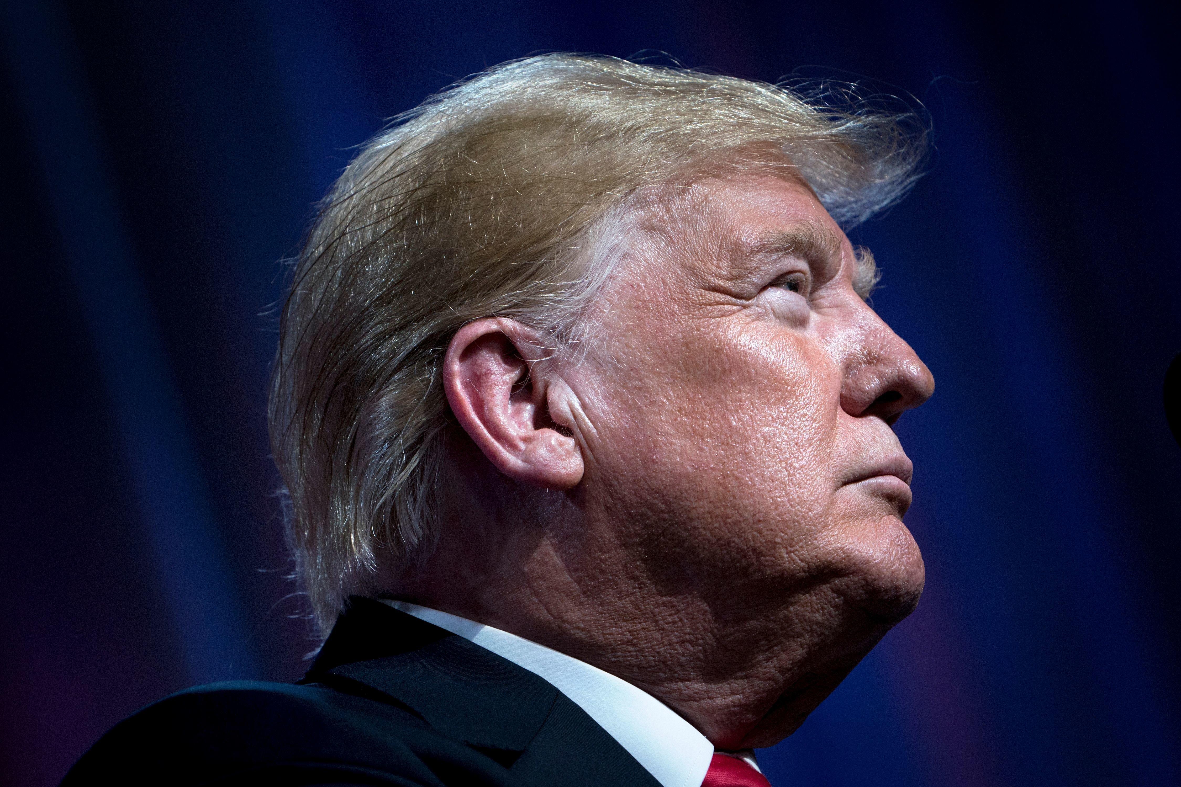 트럼프가 '매케인은 전쟁 영웅' 백악관 추도 메시지를