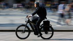 Σε ηλεκτρικά ποδήλατα και παπάκια το γυρίζει η