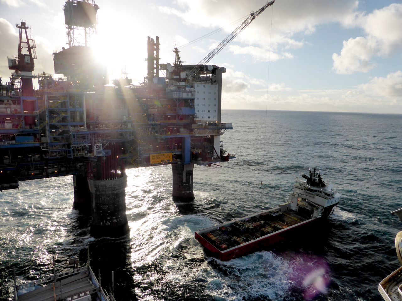 A drilling platform belonging to Norwegian oil and gas company Statoil in the sea off the shore of Norway. The country's wealth fund is built off oil revenues.