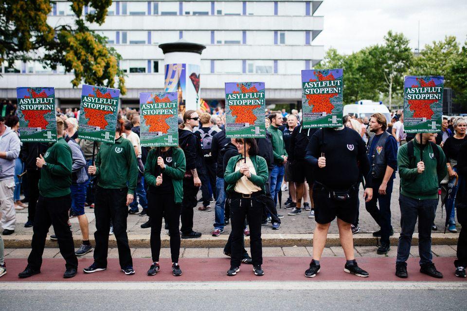 Mitglieder der neonazistischen Partei Der Dritte
