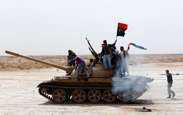 Λιβύη: 5 νεκροί και 33 τραυματίες σε συγκρούσεις παραστρατιωτικών οργανώσεων στην