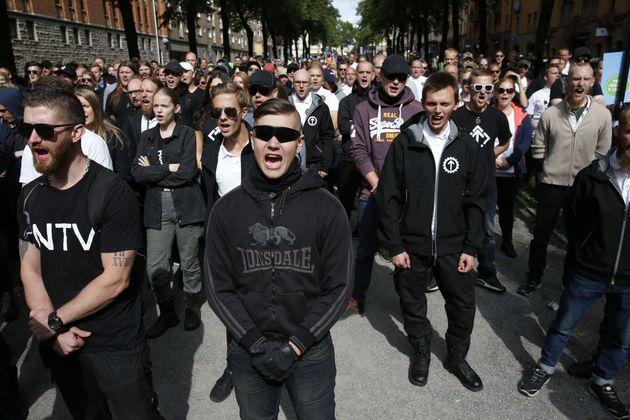 스톡홀름에서 네오 나치 집회와 반대 시위가 함께