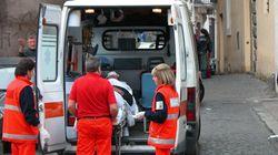 Rettungswagen blockiert eine Einfahrt - dann finden die Sanitäter diesen Zettel an der