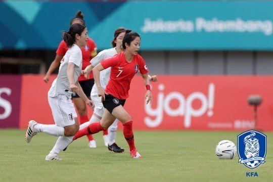 통한의 자책골… 여자축구, 일본에 패해 결승