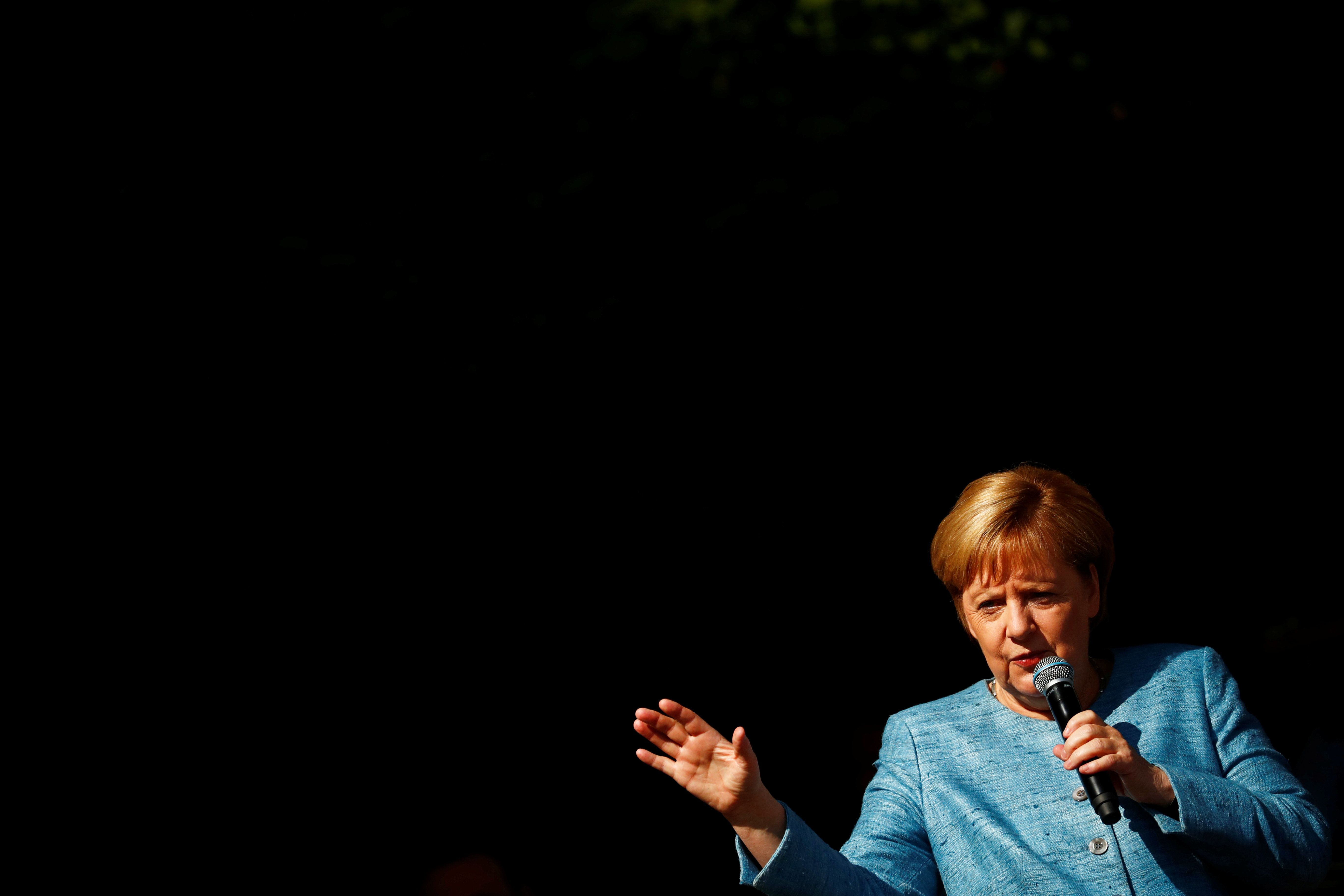 Merkel äußert sich zu Hetzjagd-Videos aus Chemnitz